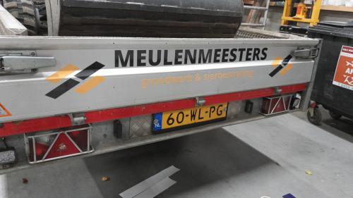 Belettering bedrijfswagens en vrachtauto's